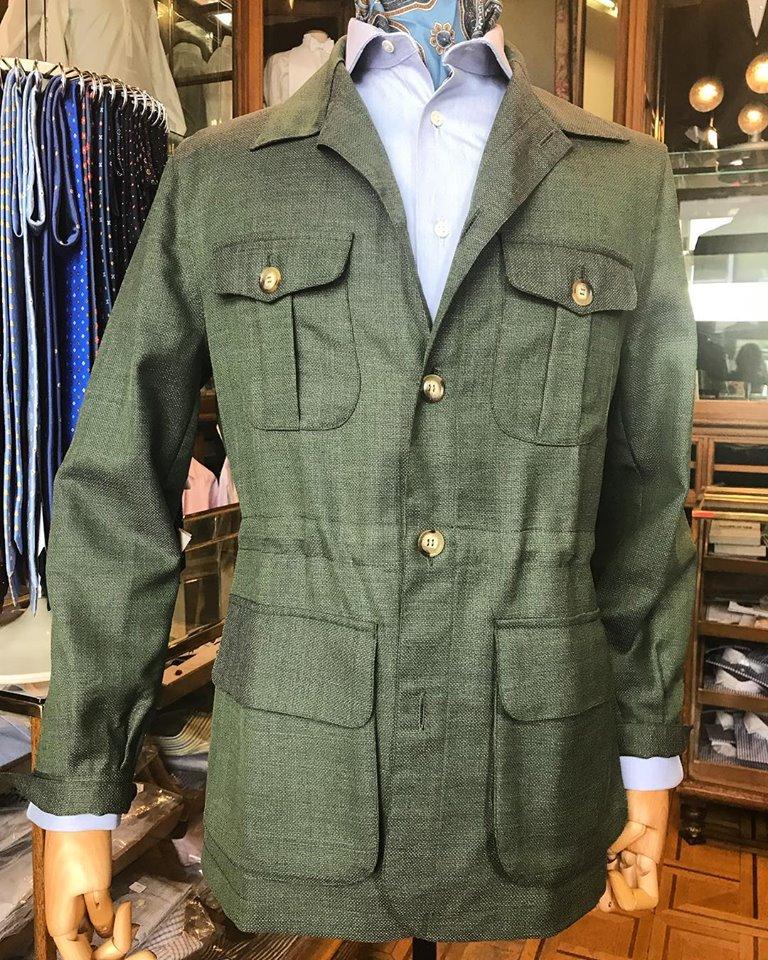 La chaqueta Sahariana: un clásico que no puede faltar en el armario de un hombre